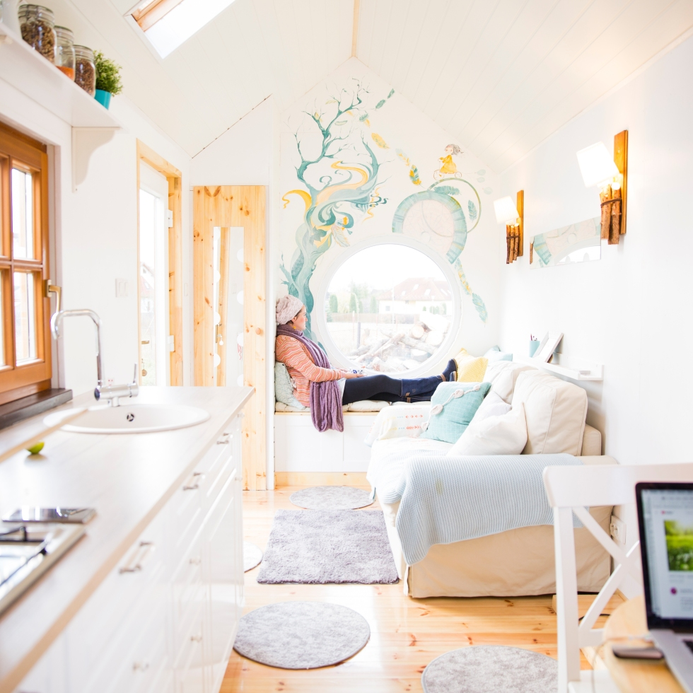 The TINY One – I live permanently in a tiny house on wheels in ...